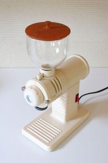 どこかノスタルジックな佇まいの電動のコーヒーミルです。コーヒー機器の専門メーカーが作っているから、家庭向けでも本格仕様。