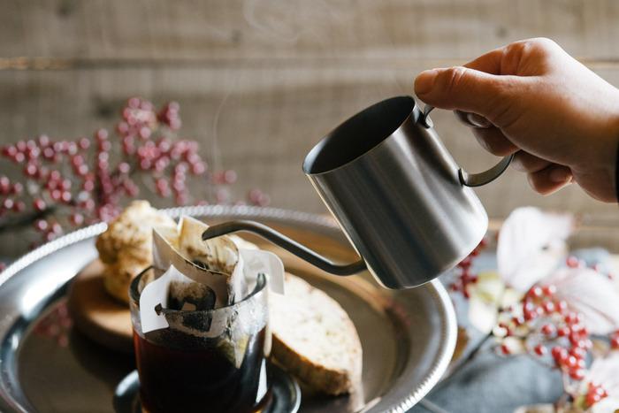 燕三条うまれのポットは、ステンレスの素材感やそぎ落とされたデザインが美しい。一人分のコーヒーをドリップするのに丁度いいサイズで、内側には目盛も付いています。