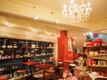 デンメアとは1981年にウィーンで創設された紅茶ブランド。コーヒーの街ではじめられた小さな紅茶専門店はすぐに人気のお店となり、ウィーン市内から、ポーランド、ハンガリーなどヨーロッパ各国に広がっていきました。こちらの六本木店はアジア1号店です♪