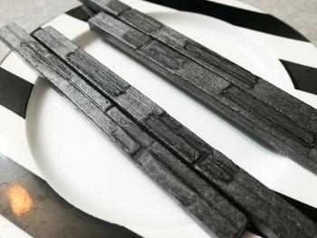 蒸したてのおまんじゅうで有名な「HIGASHIYA man(ヒガシヤ マン)」ですが、ほかにも手土産にぴったりなお菓子も充実しています。  こちらは、珍しいスティックタイプの「最中」で、食べるときに餡と皮を自分で合わせるスタイルです。