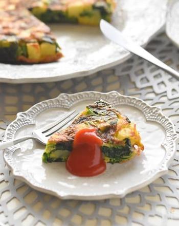 スペイン風オムレツにカレー粉を足して、お子さんにも喜ばれるメニューに。冷めても美味しいので、お弁当に入れるのもおすすめです。
