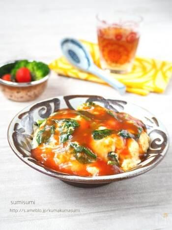とろりとした卵とあんが美味しい天津飯も、ほうれん草を足して栄養満点に。ほうれん草の下準備をレンジ加熱にすることで、調理時間を短縮できます。