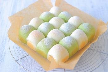 天然の色素として、パン作りにも活用できますね。春らしさを感じるかわいらしいちぎりパンにも。