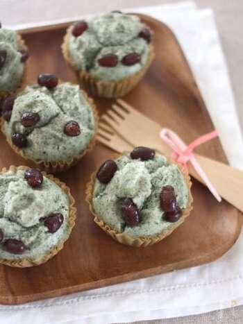 よもぎを練り込むことで美しいグリーンのお菓子が出来上がります。熱を加えても色味の鮮やかさは消えません。
