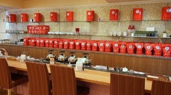 場所は牛込神楽坂駅からすぐ。お店おすすめの紅茶を一杯ごとに種類を変えて、席にいる間ずっと注ぎ続けてもらえる「ティーフリー」が人気です!