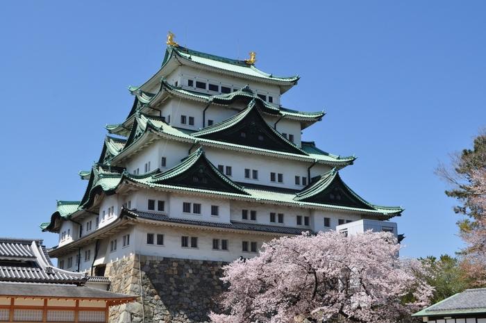 名古屋のシンボル的な「名古屋城」は観光スポットとしても大変人気があります。名古屋城の歴史や各種の資料など歴史的な知識を高められる場所でもありながら、最近では「名古屋おもてなし武将隊」というイベントが話題を呼んでいます。名古屋にゆかりのある武将である織田信長、豊臣秀吉、加藤清正などに扮した演者によるダンスなどのパフォーマンスが定期的に開かれています。お友達と遊ぶ際にはこのイベントも計画に加えてみてはいかがでしょう。