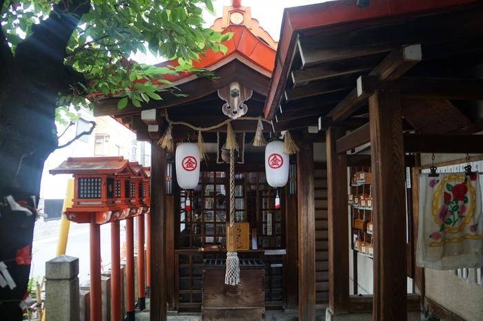 「金刀比羅神社(円頓寺)」名古屋の地元の方からも人気の円頓寺商店街内にあります。元々は繁栄のために1859年に作られた神社ですが、近年注目されているのが「おみくじ」です。参拝後におみくじを引くと、書かれているのは名古屋弁。神様からのお告げも、名古屋弁によってほっこりとした気分になれますよ。名古屋で遊ぶ際にふらっと立ち寄りたい神社です。