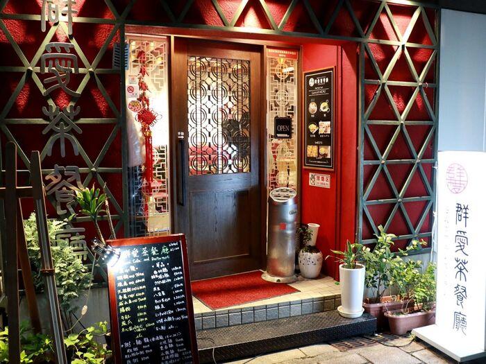 1966年の創業以来、神戸で愛され続けている広東料理店「群愛飯店」。そのカフェが中華街にオープンしました。「茶餐廳(ちゃさんちょう)」とは、香港式のカフェレストランのことです。本場・香港の味を楽しめるため、関西在住の香港人からも人気を集めています。