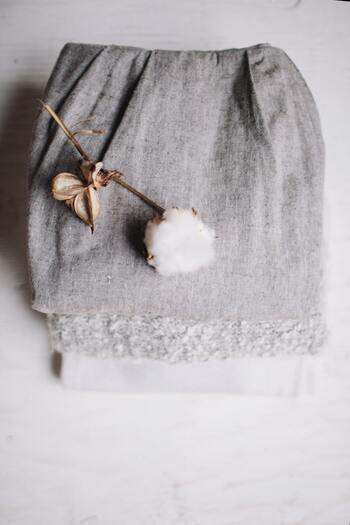 最高級ランクに分類されるスーピマコットンは、通常のコットンに比べ、繊維が長い超長繊維綿で、しなやかでやわらかく、滑らかな肌触りが特徴です。