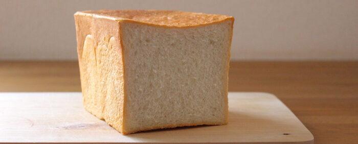 水の代わりに豆乳を使った食パン。もっちりとした食感が特徴で、牛乳で作った時とは一味違う食パンに仕上がります。生地が丸めやすく扱いやすいので初心者さんにもおすすめ。