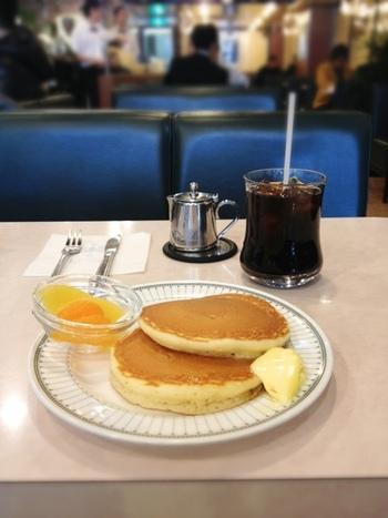 小腹が空いたら、ホットケーキはいかが? シンプルでふんわりと優しい味わいは、コーヒーとの相性も抜群です。