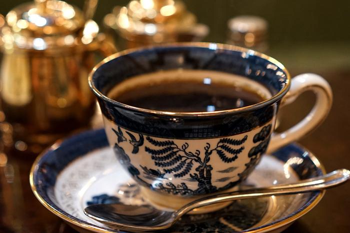 コーヒーカップも、ヨーロピアンな雰囲気で素敵。細かい部分までこだわりを感じるオトナな空間で、ゆっくりと流れる時間が最高に心地よいです。