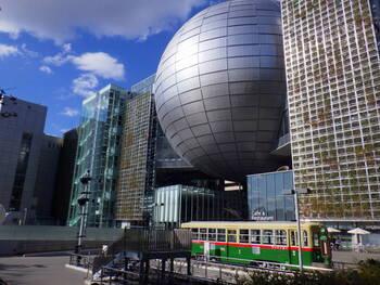 名古屋区栄にある人気の科学館です。伏見駅から徒歩5分とアクセスも良いため、お友達やお子様などご家族とも気軽に遊びに行けるスポットです。名古屋市科学館にある「Brother Earth」というプラネタリウムは世界最大とも言われており、必見ですよ。