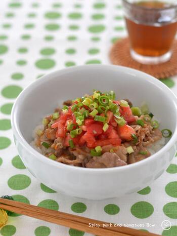 食欲がないな…というときにおすすめなのがこちらのレシピ。トマトの酸味とラー油のピリ辛が食欲をそそります。ワンボウルでささっと出来るのも嬉しいですね。