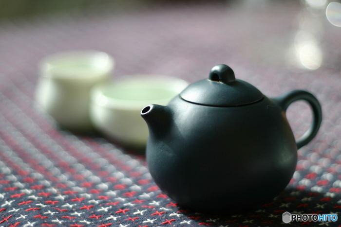 葉を乾燥させたものを煮出して「よもぎ茶」として飲むことも。よもぎに含まれる栄養を効率よく摂ることができます。煮出して抽出したエキスをお風呂に入れれば「よもぎ風呂」にもなります。
