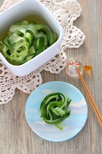 野菜がたっぷり余ってしまったら、わさびをピリリと効かせたわさび漬けに。きゅうりもいいですし、セロリや山芋なども。食欲が落ちる夏に冷蔵庫に常備したいですね!