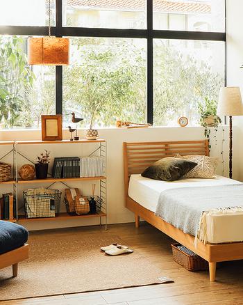 素敵な暮らしをデザインするうえで、揃えておきたいのは、下記の大型家具ではないでしょうか。  ・収納家具(キャビネット・食器棚など) ・ダイニングテーブル ・ソファ ・ベッド  これらの家具について、後ほど選び方を詳しくご紹介していきます。