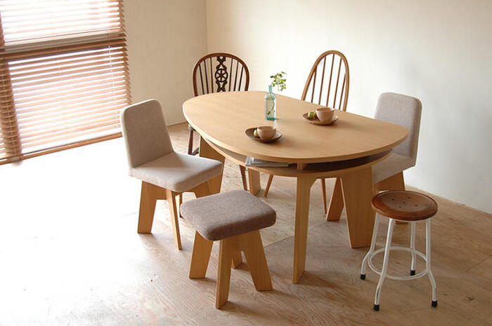 センスよく部屋をまとめるなら、インテリアのテイストに合う大型家具を選ぶことが大切です。 そのためには、家具を置きたい場所をスマートフォンで撮影して、インテリアショップに行くといいでしょう。