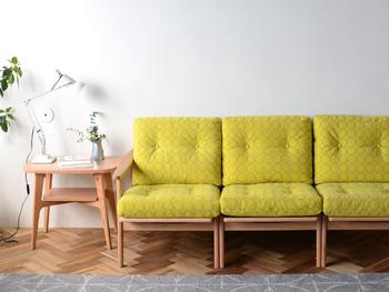 家族が長い時間を過ごすリビングには、座り心地の良いソファが必須ともいえるかもしれません。 大型家具のなかでも、サイズやデザインが豊富なソファは選ぶのが難しいと感じる方も多いのではないでしょうか。