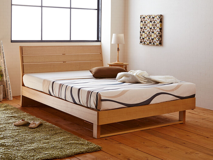 たとえば家族がベッドに並んで眠る場合、体格によって狭さを感じることもあります。  そんな時には、同デザインのセミシングルやシングルサイズをぴったりとつけて、1台のベッドのように使うのもひとつのアイデア。大きなベッドを1台置くよりも、ライフスタイルの変化に合わせて使い続けられるので、重宝するのではないでしょうか。