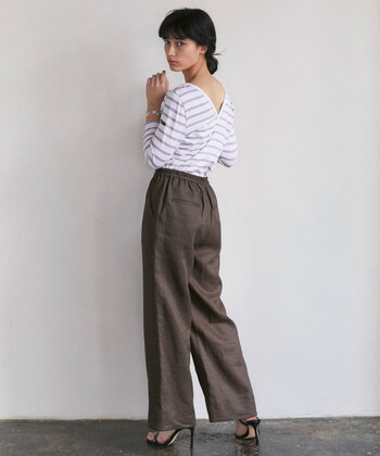 ボーダーシャツが人気のブランド「ルミノア」。正面から見るとボートネックですが、バックデザインは、Vネックのように背中が開いているので、一味違うボーダーデザインを探している方に是非。