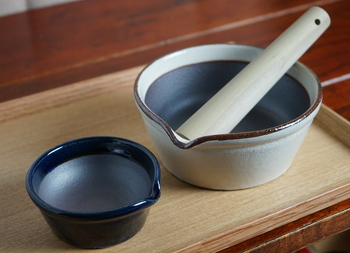 こちらのすり鉢は、溝がありません。すり鉢の洗いにくさに困っているという方におすすめ。溝がありませんがきちんと、することができる万能アイテムです。一家に一台欲しいですね♪