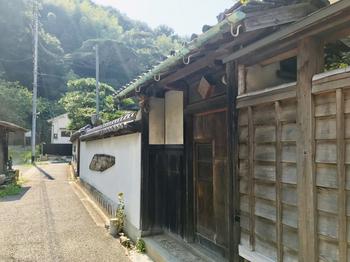 兵庫県姫路市にある「井上茶寮」は、明治時代に建てられた塩田庄屋のお屋敷をリノベーションした趣きのあるお店。ここでは和洋のコラボから生まれた「カヌレ羊羹」が人気です。