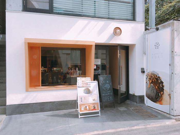 明治神宮前から歩いて2~3分のところにある「GOMAYA KUKI」は、老舗のごま総合メーカー「九鬼産業」がプロデュースするごまアイス専門店です。