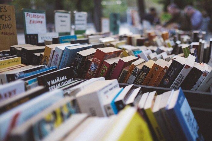 一度訪れると、新しい本が入っていないかと気になって、また訪れてしまう。自分にとって魅力的な本屋さんと出会えるのはとても幸せなことです。心惹かれるオンラインブックストアはありましたか?時間を見つけて、じっくりのんびり、オンライン書店の良さを楽しんでみて下さいね♪