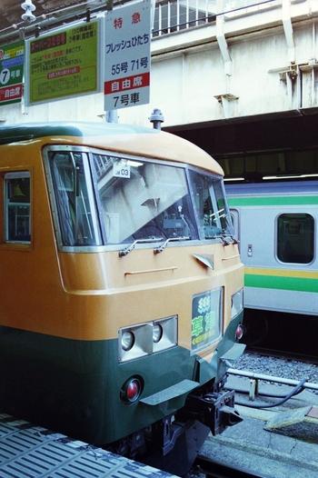 伊香保エリアは、電車・車どちらでもアクセスしやすい場所にあります。上野駅からだと、特急で約1時間半で渋川駅まで行き、バスに乗り換えて30分ほどで伊香保温泉エリアに到着します。車の場合は、関越道経由で都内から約1時間半。週末の気軽な旅行にもおすすめです。
