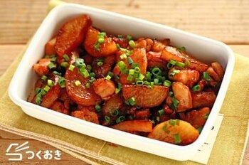 鶏肉に片栗粉をまぶしてから焼くことで、プリプリとした食感が楽しめるナスレシピです。味付けは麺つゆメインなので、パパっと作ることができます。更にしょうがを加えることで、さっぱりと仕上がりますよ。しょうがの分量を調節することで、お酒におつまみにもおすすめの大人味レシピになりますよ。