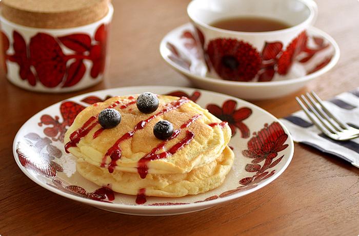 18cmのプレートはシンプルなお菓子やパン、ケーキなどをのせるのにピッタリ!個性的なデザインが、より一層おしゃれな雰囲気を演出してくれます。朝食やティータイムで、特別なひとときを過ごせるはず。