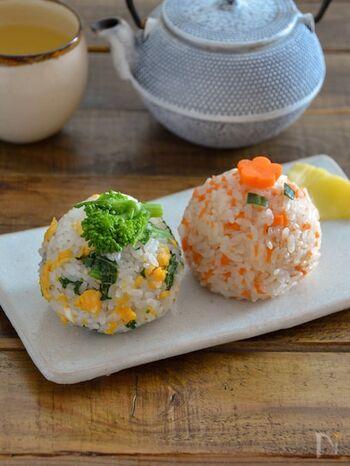 彩りキレイな菜の花とにんじんのおにぎり。野菜の素朴な味を楽しめるカラフルおにぎりです。