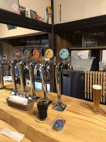 お目当ては、ここでしか飲むことのできない「谷中ビール」を中心にした生クラフトビール。カウンターで注文するデリバリースタイルで、気軽に1杯飲みたいときにもぴったりです。