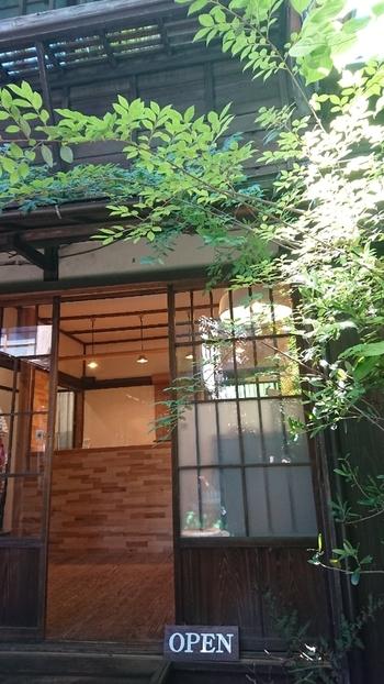 日本家屋からパンの良い香りが広がってくる「VANER(ヴァーネル)」。こちらも「上野桜木あたり」にお店を構えるベーカリーで、北欧スタイルのパンが人気です。