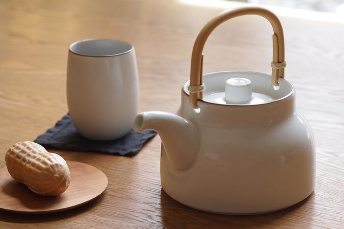 一回で4~5人分は淹れられるたっぷりとしたサイズです。広い開口部でお湯も入れやすくて洗いやすい、使い勝手のいいデザイン。注ぎ口の茶葉が出にくい形状のため、茶漉しなしで使えますよ。