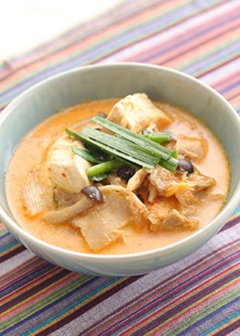 豆乳や豆腐は、女性ホルモンのエストロゲンと似た働きをします。きのこの中に含まれる成分が、肌バリア機能を上げてくれるので、生理前後に食べるのがおすすめです。