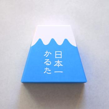 富士山の形をした箱に入っており、縁起の良さもピカイチ!ギフトにもおすすめです。色鮮やかなイラストを眺めてだけでも楽しい気持ちにさせてくれます!