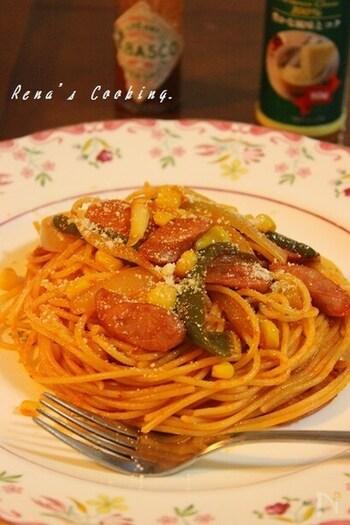 日本生まれの懐かしいスパゲティ、ナポリタン。ときどき無性に食べたくなる味ですね。トマトピューレとトマトケチャップを使って、おいしく仕上げましょう。