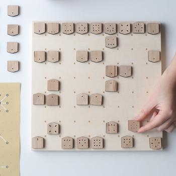 将棋というと駒の名称や動きを覚えたりと敷居が高く難しいイメージがありますが、可愛らしいこちらの将棋セットは初心者の方も簡単に将棋を楽しむことができます。