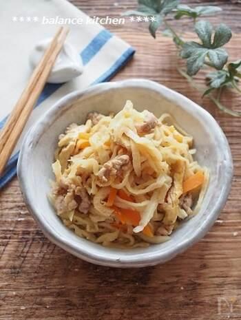 栄養たっぷりな切り干し大根の煮物ですが、出汁が必要だったり戻し時間がネックで作りにくいと感じることも。こちらのレシピならどちらも必要なく、手軽でおすすめです。