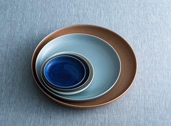 【中皿】 七寸(約21cm)メイン料理の盛り付けから、ワンプレートスタイルまで重宝します。 六寸(約18cm)おかずやサラダを盛ったり、取り皿としても使えます。 五寸(約15cm)出番の多い大きさです。取り皿やケーキを盛るのにも使いやすいサイズ。