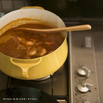 琺瑯のお鍋の良い所は酸に強く、保温性に優れている事。煮込み料理は満遍なく熱が回って上手に料理することができます。その代り重たくて衝撃には弱いので気を付けて。