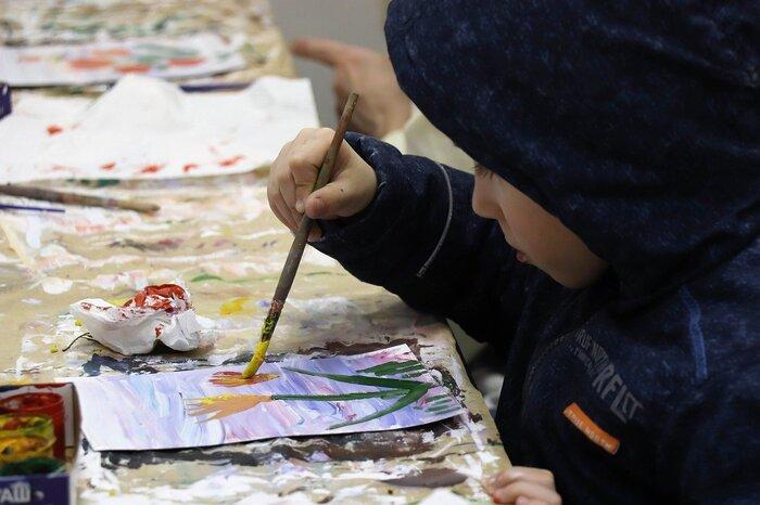 お子さんが描いてくれた絵も立派なアートです。子どもの絵は、その年齢でしか描けない作品なので、どれも貴重なものですよね。