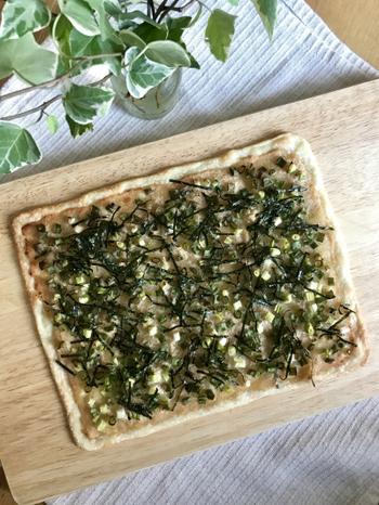 薄焼きピザの具材に青ネギは大活躍。明太マヨネーズとたっぷりの青ネギで、和風テイストなピザを楽しんでくださいね。