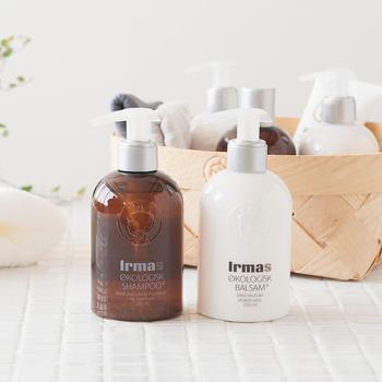 1886年に創業した、オーガニックや自然素材の商品を多く取り揃えるデンマークのスーパーマーケット「イヤマ(Irma)」。イヤマのヘアケアアイテムは、デンマーク王室御用達としても知られる自然派化粧品メーカー「アリソン(Alison)」がプロデュースしたもの。