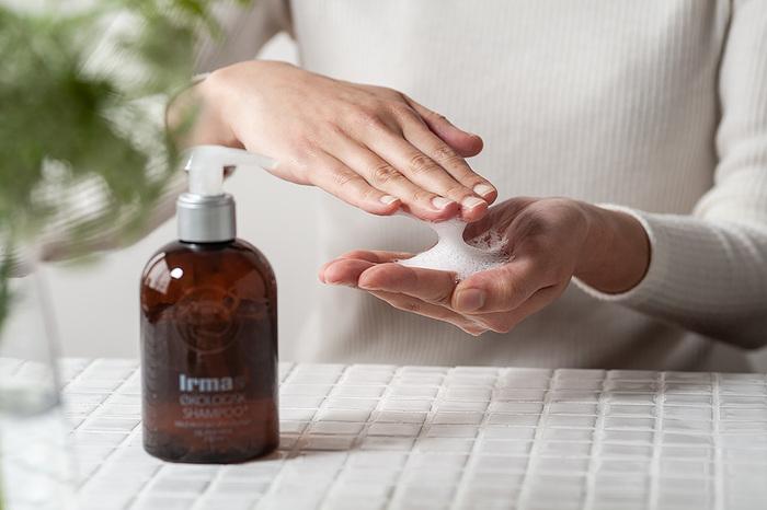 自然由来の成分にこだわり、健康な髪と地肌のための成分を贅沢に配合。エコサート(ECOCERT)オーガニック認証を取得している自然派ヘアケア製品です。アロエベラ葉汁を配合したノンシリコンシャンプーは、さっぱりとした洗い上がり。アプリコットの甘い香りは、バスタイムをワンランク格上げしてくれます。