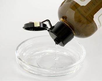 ノンシリコンシャンプーながら、きしみのないさっぱりとした洗いあがり。麻之実油が頭皮、毛髪にうるおいを与えてくれます。