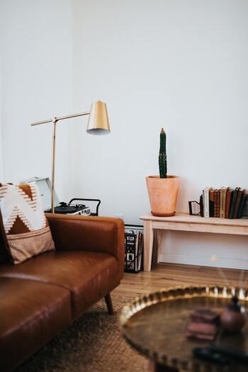 いつも散らかっていたり、使い心地がいまいちなソファやベッドをずっと使っていたりすると、本来休まるはずの体も休まりません。外で十分なパフォーマンスを発揮するためにも、家をしっかり休めるように整え、居心地をよくしておきましょう。