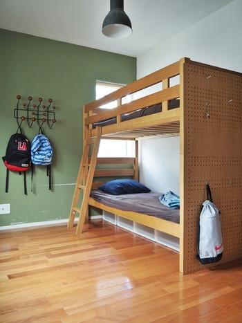 またお部屋は共有しつつ、少し大きめの2段ベッドでプライベートスペースをつくるのも良いですね。たとえ小さくても自分だけのスペースがあるのは嬉しいもの。お部屋の広さやライフスタイルに合わせて選んでみてください。